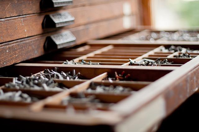 dřevěná zásuvka