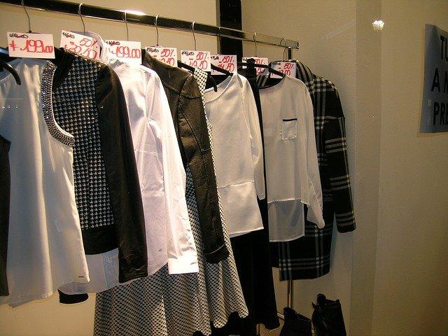 dámské oblečení s cenovkou.jpg
