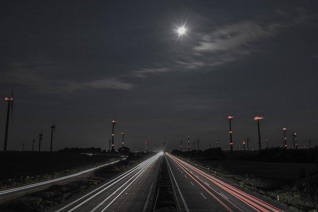 měsíc nad dálnicí.jpg