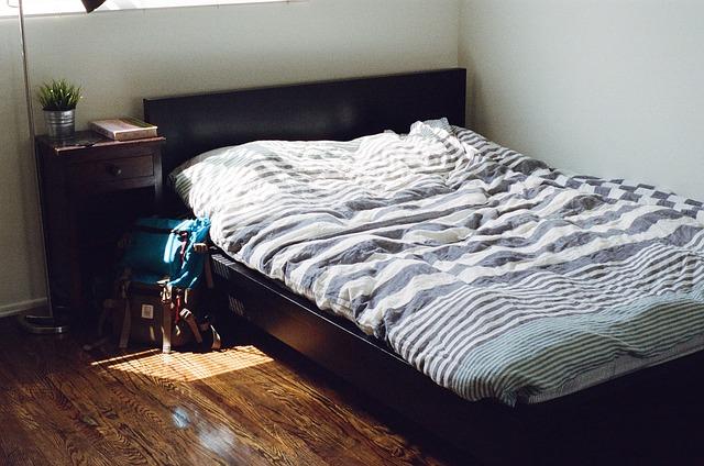 batoh u postele.jpg