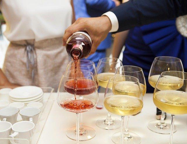 sklenice s vínem.jpg