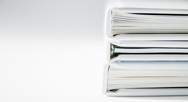 tři knihy