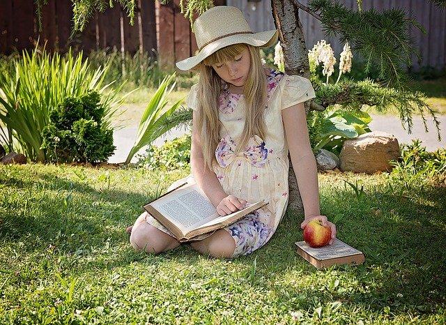 slečna s knihami