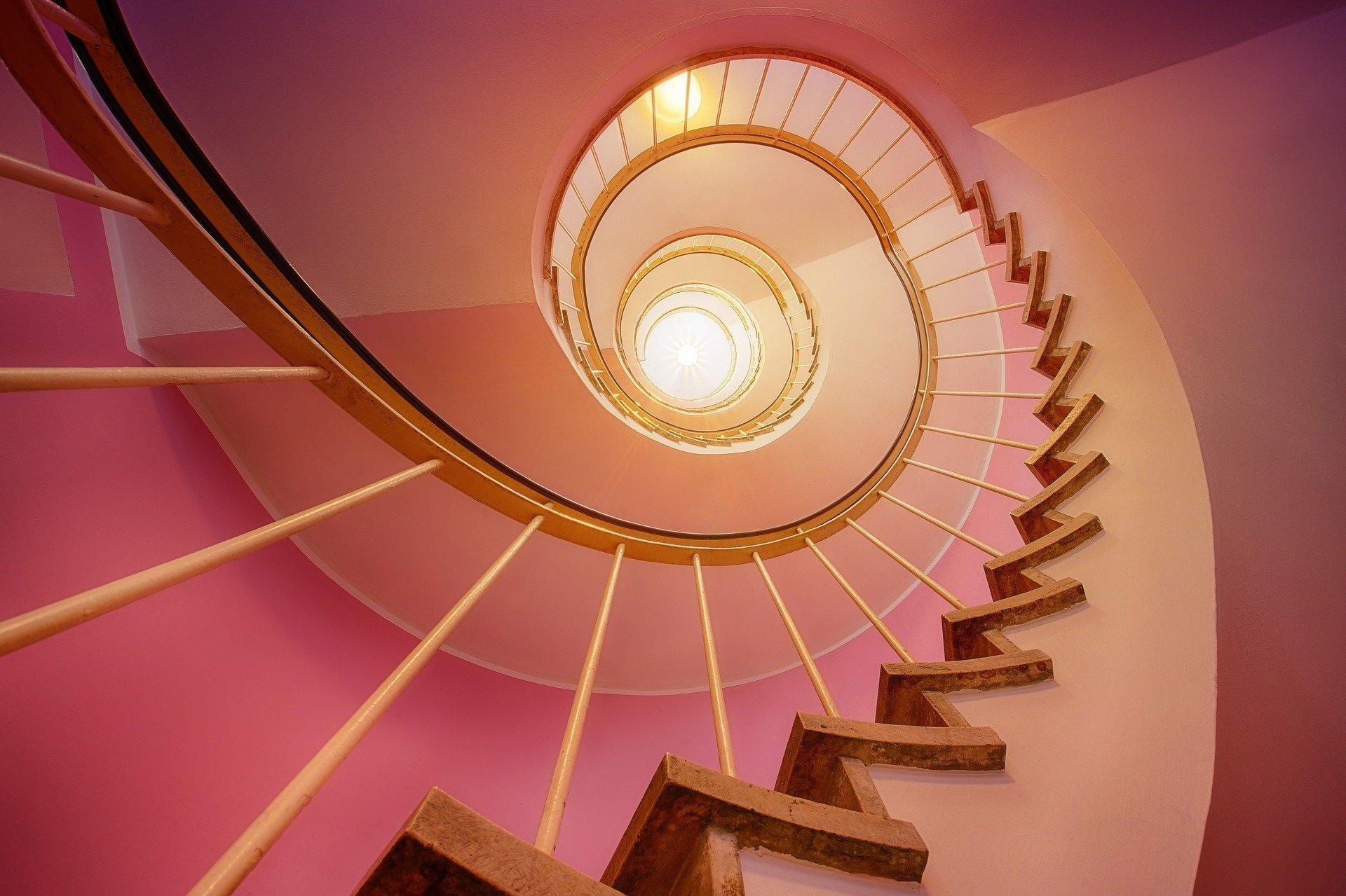 zatočené schodiště